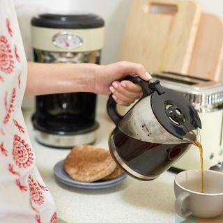 Russell Hobbs Kaffemaschine Retro creme