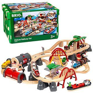 BRIO World 33052 Straßen und Schienen Bahn Set Deluxe