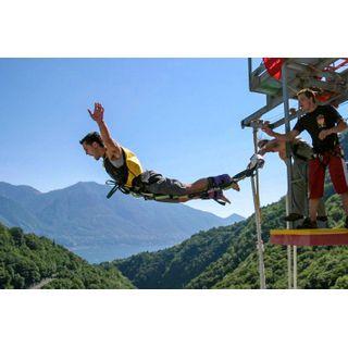 Jochen Schweizer Geschenkgutschein: Bungee Jumping vom 220 Meter-Staudamm