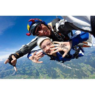 Jochen Schweizer Geschenkgutschein: Fallschirm-Tandemsprung St Johann in Tirol
